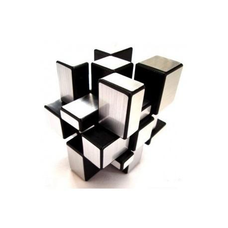 Cubul Rubik in stil Hi-Tech